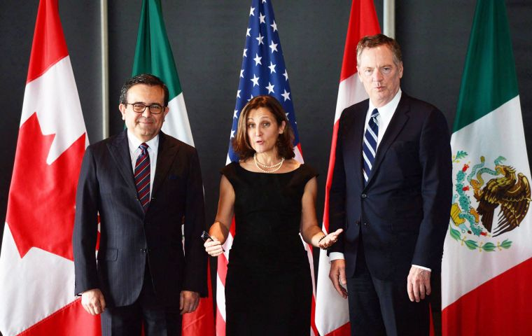 "Canada's minister Chrystia Freeland,(C) U.S. trade delegate Robert Lighthizer (R)  and Mexican Economy Secretary Guajardo Villarreal ""do not see the need to meet"""