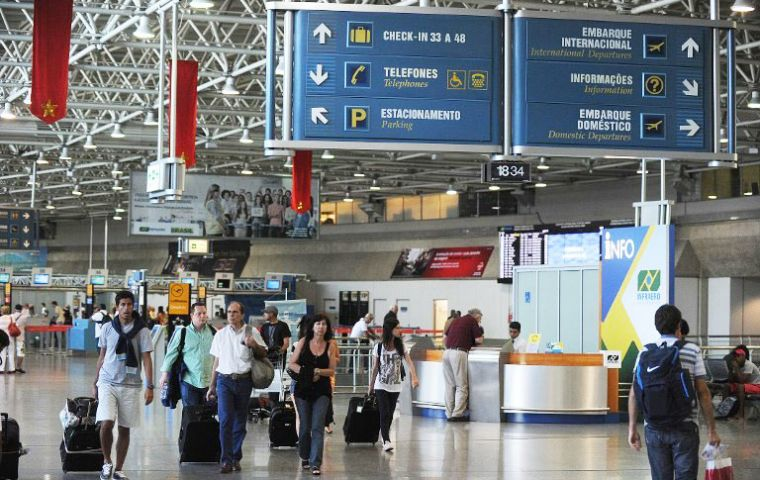 Rio-Galeao connected to 29 international destinations and a daily average of 125 domestic flights, it is the main connection hub for foreign tourists