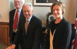 Falklands MLA Teslyn Barkman and MLA Roger Edwards (L) with Sir Alan Duncan (C) Minister of State for Europe and the Americas