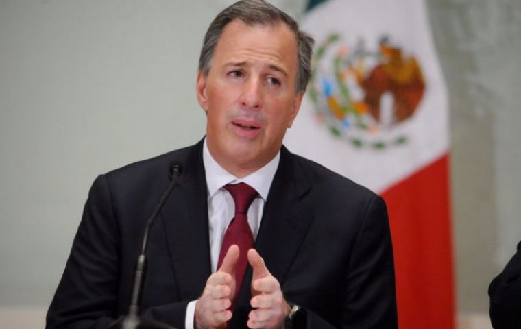Meade's resignation ends months of speculation that he would step down from the cabinet in order to seek the nomination of the incumbent PRI.