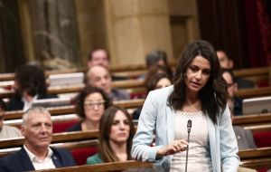 "Ines Arrimadas, the leader of the Citizens party in Catalonia, declared, ""If we govern, our priority is going to be social policies, not the secessionist process."""