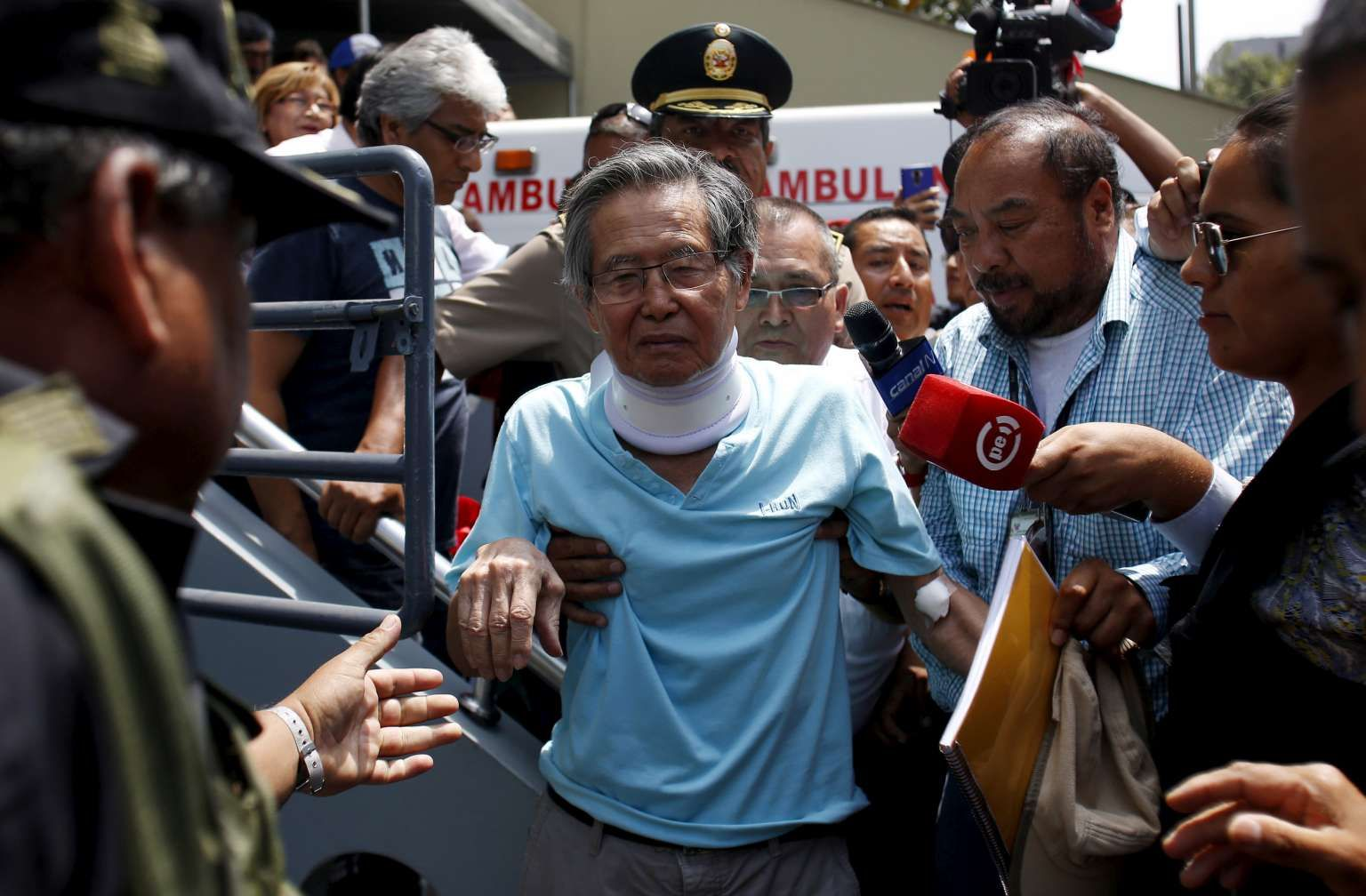 Fujimori seeks forgiveness after pardon protests