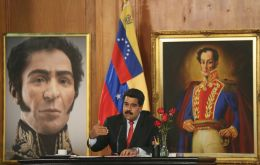 Maduro will grant a bonus with the equivalent of US$ 3.9, to those who possess the Carnet de la Patria, an identity document created by the government that serves to regulate the purchase of food