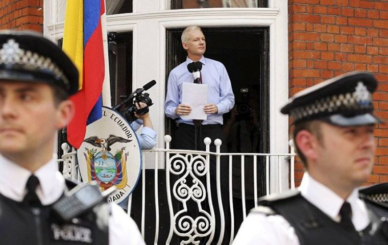 A proposed diplomatic status would give Assange diplomatic immunity, which would make it possible for him to leave the embassy and UK without fear of arrest.