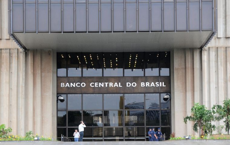 In a monthly comparison, Brazil's CPI rose 0.44% in December, accelerating from a 0.28% increase in November, said the IBGE. Analysts expected a 0.30% growth.