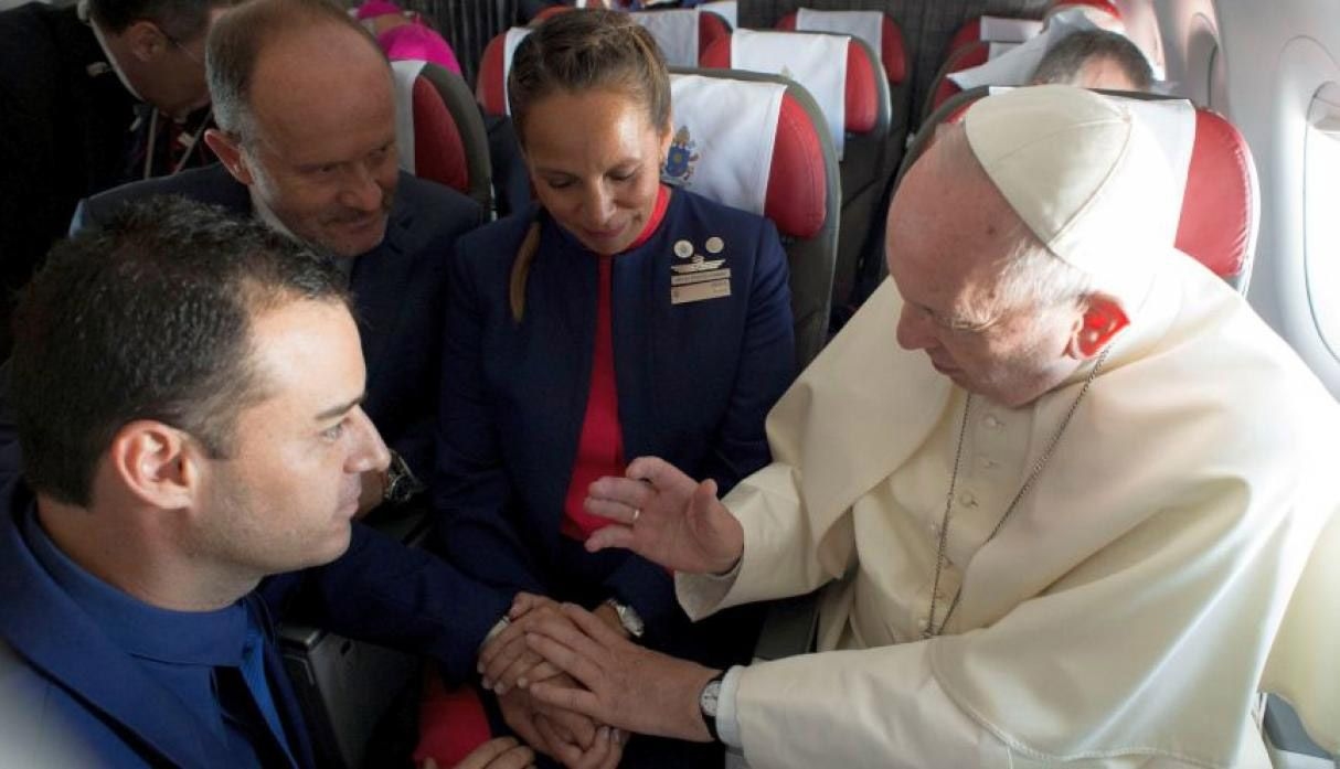 Pope Francis performs first ever airborne papal wedding