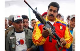 """If someday the circumstance of taking up arms comes, we would do it. I would not shake my pulse to summon him. ""Maduro added after supporting the announcement of the Constituent Assembly."
