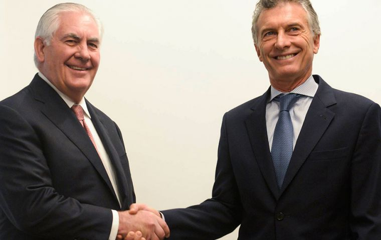 During the forty minutes meeting Macri and Tillerson (L), the main issues of the Argentina/US bilateral agenda were addressed, said the Argentine Executive