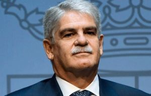Spanish foreign minister Alfonso Dastis from Madrid said he trusts Spain and Argentina can solve the incident as two friendly countries