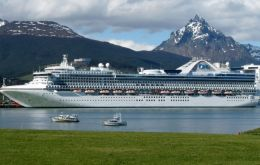 "Thursday will see the arrival of ""Emerald Princess"" with 3.000 visitors and 1.300 crew members. She is also on her third cruise calling Ushuaia this 2017/18 season."