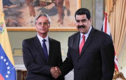 Ambassador Andrew Soper and presidente Nicolas Maduro at the Miraflores Palace
