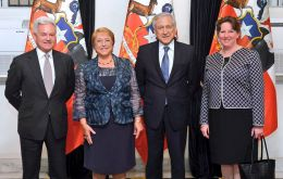 Sir Alan Duncan MP, say farewell to the outgoing President of Chile Michelle Bachelet and her Foreign Minister with Amb. Fiona Clouder (Pic Twitter)