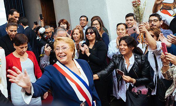 Bachelet fue aplaudida por sus seguidores mientras que la coronaba un segundo fue en el cargo en el que vio a través de un ambicioso paquete de reformas