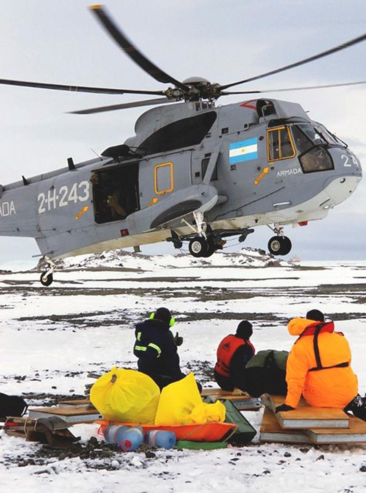 El helicóptero ARA rescata a los estelares de los Estados Unidos