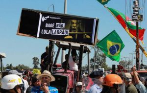 "The protesters brandished an effigy depicting Lula in prison garb and shouted: ""Lula, thief, your place is in prison!"""