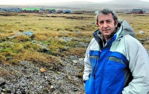 The Argentine Senate Foreign Affairs committee is chaired by Julio Cobos, who visited the Falkland Islands in June 2014