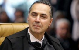 The arrest warrants were issued by Supreme Court (STF) Justice Luiz Roberto Barroso