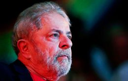 By 6 votes to 5, the court gave its negative verdict to the habeas corpus presented by the defense, which argued that Lula should not yet comply with the sentence
