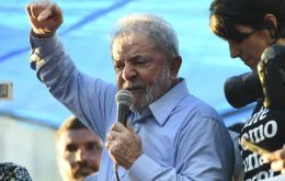 Lula spent the night at the São Bernardo do Campo Metalworker's Union in the company of his sons, friends and party leaders