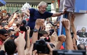 "Earlier, the same crowd had mobbed his car and forced him to retreat when he attempted to drive out. ""Don't surrender! Stay here Lula!"" they chanted."