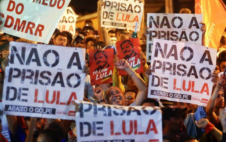 Ever since Wednesday, Lula and his supporters tried everything to delay the start of his prison sentence, battling everywhere from the Supreme Court to the streets.
