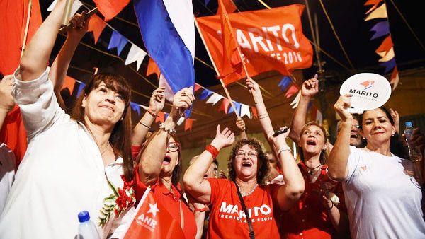 Saludando a millas de entusiastas seguidores fuera de la sede del partido, Abdo Benítez se comprometió a ganarse la confianza de los que no votaron por él.