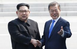 After the talks at the border, Mr. Kim and Mr. Moon also agreed to push towards turning the armistice that ended the Korean War in 1953 into a peace treaty
