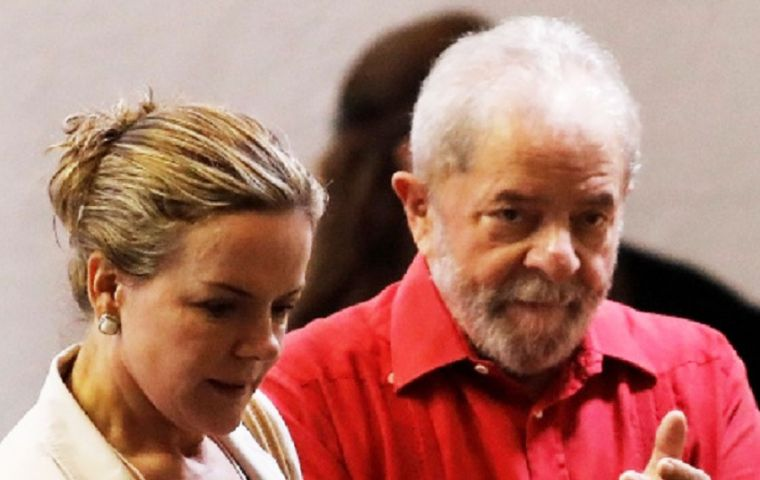 Authorities allege that Lula, along with Senator Gleisi Hoffmann, were given access to a US$40 million slush fund in 2010 funded by construction company Odebrecht