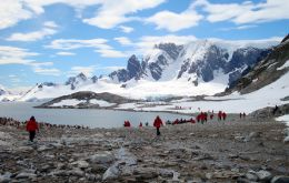 Overall, the total number of Antarctic visitors in 2017-2018 was 51,707, an increase of 17% compared to the previous season.