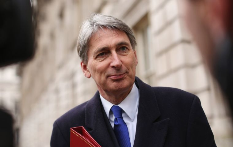 Allegedly chancellor Philip Hammond favors a customs partnership whereby UK n collects the EU's tariffs on goods coming from other countries on the EU's behalf