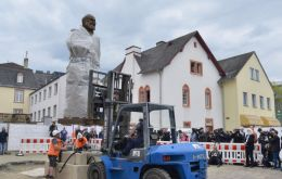 German local officials have appealed for calm as rival groups prepare for rallies in Trier on Saturday.