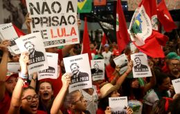In a letter addressed to Senator Gleisi Hoffmann, president of the Workers' Party,  Lula said that he remains intent on running in the October elections.