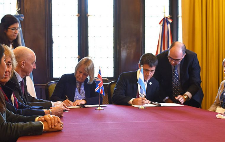 BAS Director Jane Francis and IAA Director Rodolfo Sánchez  signed a Memorandum of Understanding