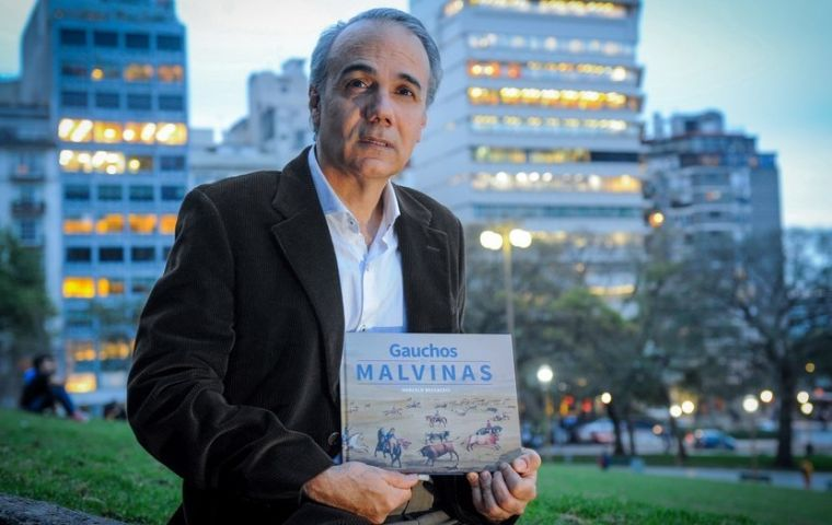 Marcelo Beccaceci, an expert in gaucho culture in Patagonia, is the author of the book and who collected the watercolors.