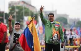 At Maduro's closing campaign in central Caracas, Maradona surprised the crowd by dancing a catchy reggaeton song while waving a Venezuelan flag