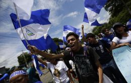 In Managua, protesters carried Nicaraguan flags, banged pots and blew whistles to call on Ortega and his wife, Vice President Rosario Murillo, to resign. (EFE/Bienvenido Velasco)