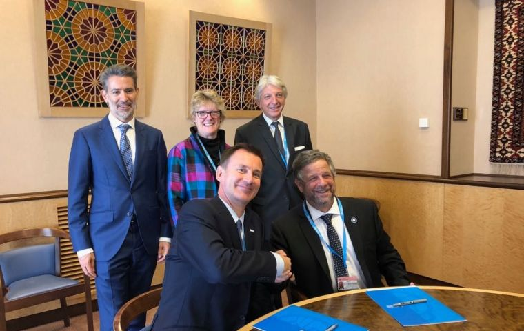 Secretary Jeremy Hunt and Prof Adolfo Rubinstein sign the Memorandum of Understanding during the WHO assembly