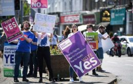 The poll suggests that the margin of victory for the Yes side in the referendum will be 68% to 32%, a stunning victory for the Yes side after a long, divisive campaign.