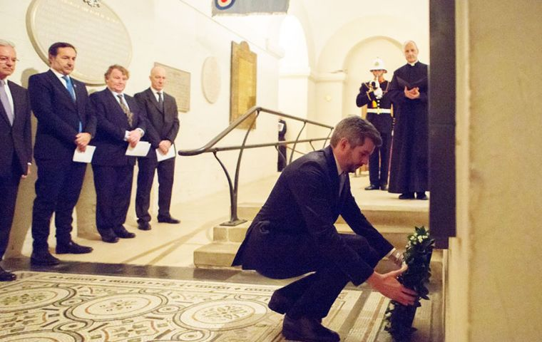 Peña who is in London for a two-day agenda of meetings laid a floral wreath at the crypt in St Paul's cathedral next to Argentina and UK officials