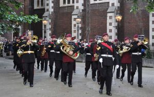 The Band of the Parachute Regiment outside Middle Temple