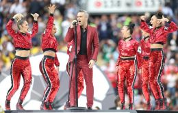 Robbie Williams will sing alongside Russian soprano Aida Garifullina shortly before Russia face Saudi Arabia in the first match at Moscow's Luzhniki Stadium.