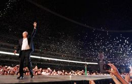 More than 100,000 people attended the closing of the campaign of Andrés Manuel López Obrador at the Azteca stadium