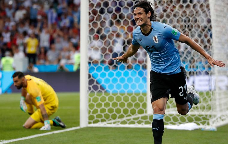 Uruguay defeated Portugal 2-1 thanks to two goals by Edison Cavani who had to retire due to an injury