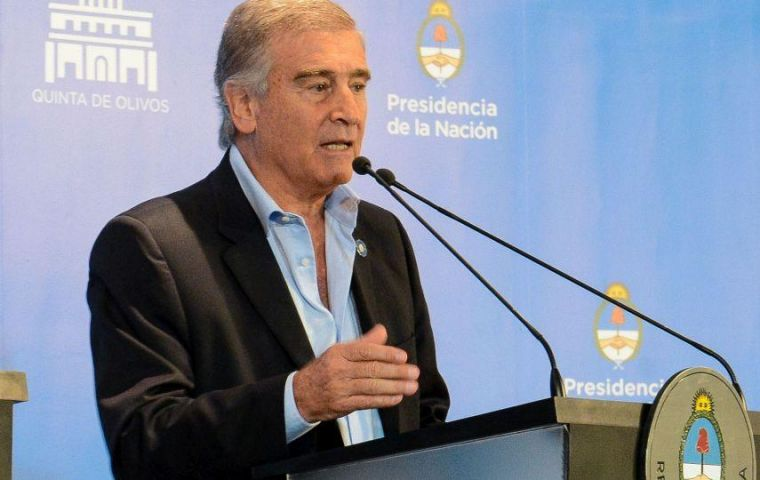 Defense Minister Oscar Aguad briefed the families about the withdrawal of the reward and announced the Navy will be directly in charge of finding the submarine.