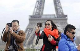 New customized Chinese travelers are ready to pay more for the chance, to stay in a glass igloo in Finland or propose to their partner in front of the Eiffel Tower