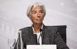 Argentine authorities are implementing a decisive reform plan that has the support of the international community and is backed by the IMF, stated Lagarde