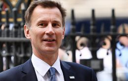 "Jeremy Hunt used a visit to Berlin to say that while a failure to achieve a Brexit deal would be ""challenging"" for the UK, it would ""thrive"" in the long term."
