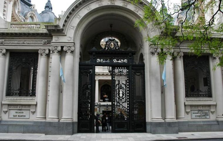Palacio San Martin stated that the different proposals from airlines interested in such a link, are still under consideration by the competent Argentine authorities