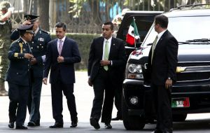 Current president Enrique Peña Nieto is protected by 2,000 armed presidential guards, composed of military personnel, police and civilians