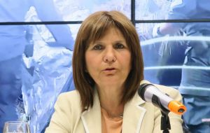 Security Minister Patricia Bullrich signed an order Thursday offering 5% of the money recovered, up to US$ 675,000.